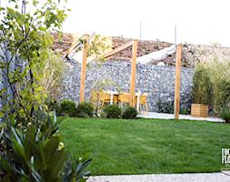Niewielki ogród w czeskiej pradze - Średni ogród w stylu skandynawskim, styl skandynawski - zdjęcie od Rock&Flower studio