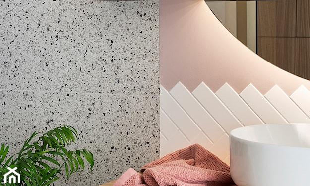 lastryko w łazience na ścianie