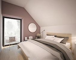 DOM MINIMALISTÓW - Średnia biała fioletowa sypialnia małżeńska na poddaszu z balkonem / tarasem - zdjęcie od GRUPA NONO