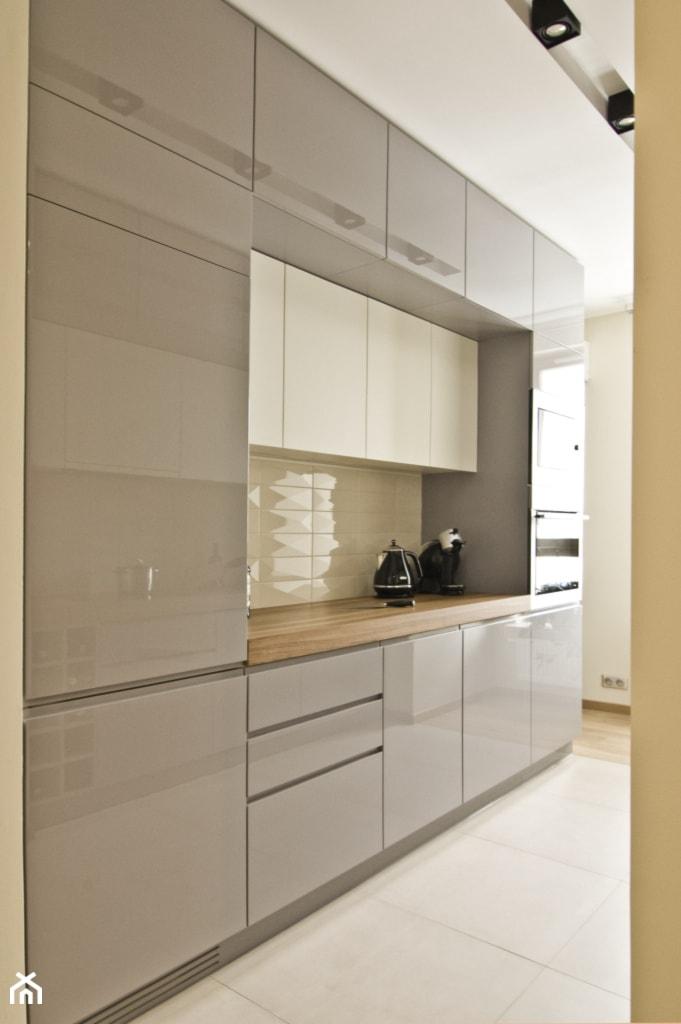 Akcent orientu we wnętrzu  Średnia otwarta kuchnia jednorzędowa w aneksie, s   -> Kuchnia Grafit Mat