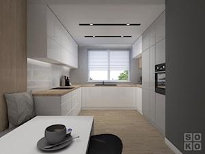 Dom W Chojnowie - Duża otwarta szara kuchnia w kształcie litery u w aneksie z oknem, styl nowoczesny - zdjęcie od Studio Soko