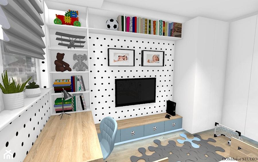 """Aranżacje wnętrz - Pokój dziecka: Pokój chłopca - """"Krzysia"""" - Mały biały czarny pokój dziecka dla chłopca dla ucznia dla malucha, styl skandynawski - DOMdecor Studio Klaudiusz Klepacki. Przeglądaj, dodawaj i zapisuj najlepsze zdjęcia, pomysły i inspiracje designerskie. W bazie mamy już prawie milion fotografii!"""