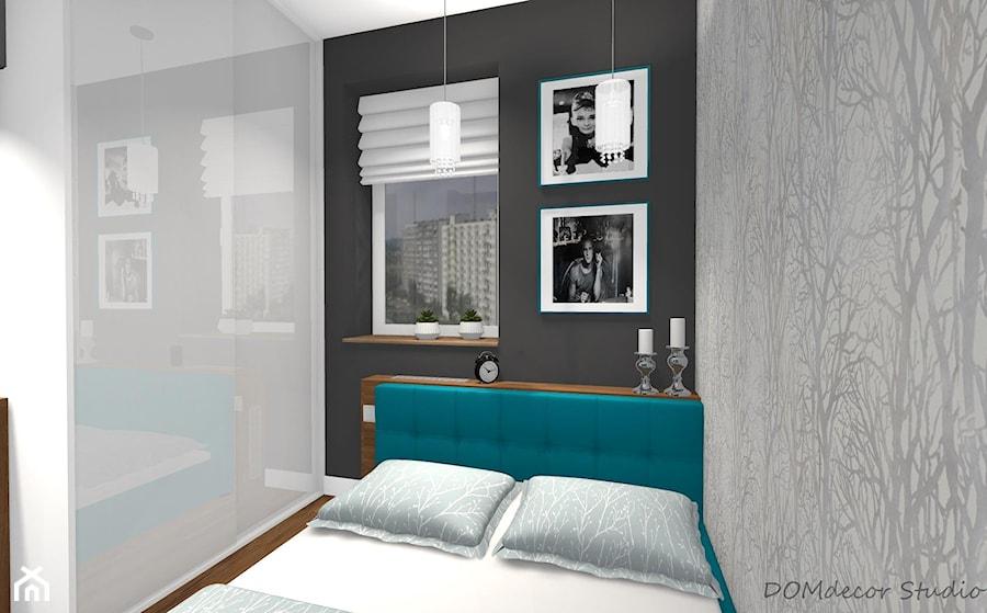 Mała sypialnia z turkusowymi dodatkami - Mała szara sypialnia małżeńska, styl nowoczesny - zdjęcie od DOMdecor Studio Klaudiusz Klepacki