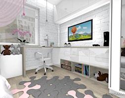Pokój słodkiej dziewczynki - Mały biały pokój dziecka dla chłopca dla dziewczynki dla ucznia dla malucha dla nastolatka, styl nowoczesny - zdjęcie od DOMdecor Studio Klaudiusz Klepacki
