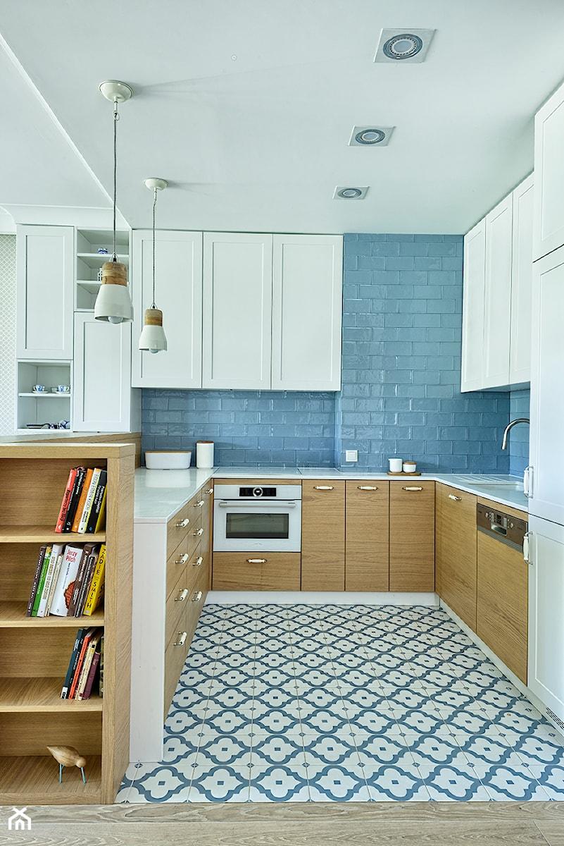 Cieplo W Drewnie Srednia Otwarta Niebieska Kuchnia W Ksztalcie