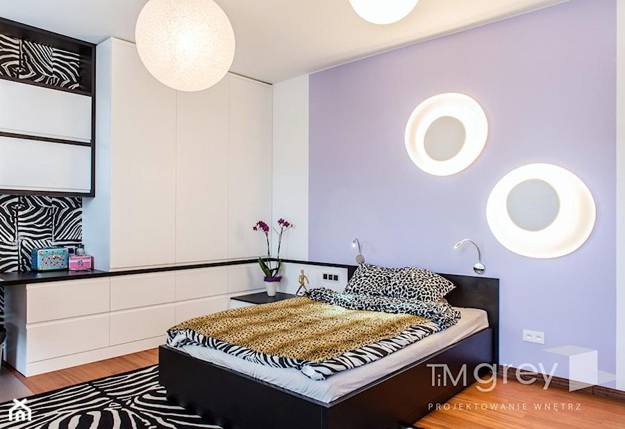 Wilanowski Apartament - Duży biały niebieski czarny pokój dziecka dla dziewczynki dla nastolatka, styl nowoczesny - zdjęcie od TiM Grey Projektowanie Wnętrz