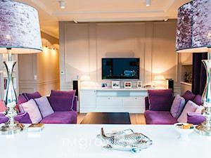 Nowojorski Apartament - Średni biały salon, styl nowojorski - zdjęcie od TiM Grey Projektowanie Wnętrz