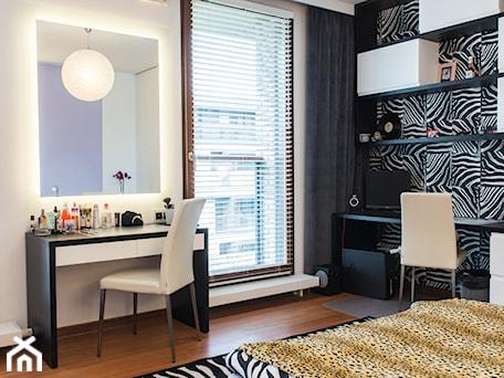 Aranżacje wnętrz - Pokój dziecka: Wilanowski Apartament - Duży biały czarny pokój dziecka dla dziewczynki dla nastolatka, styl nowoczesny - TiM Grey Projektowanie Wnętrz. Przeglądaj, dodawaj i zapisuj najlepsze zdjęcia, pomysły i inspiracje designerskie. W bazie mamy już prawie milion fotografii!
