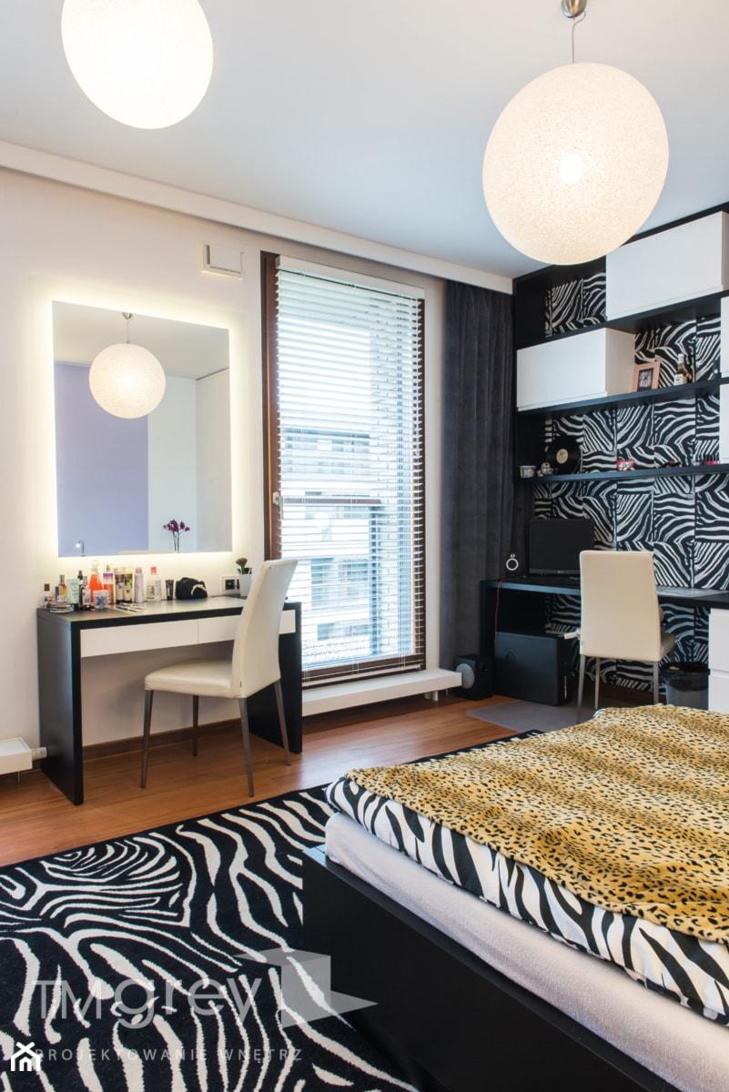 Wilanowski Apartament - Duży biały czarny pokój dziecka dla dziewczynki dla nastolatka, styl nowoczesny - zdjęcie od TiM Grey Projektowanie Wnętrz