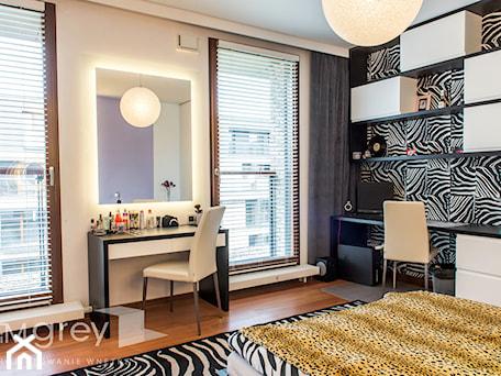Aranżacje wnętrz - Pokój dziecka: Wilanowski Apartament - Średni beżowy pokój dziecka dla dziewczynki dla nastolatka, styl nowoczesny - TiM Grey Projektowanie Wnętrz. Przeglądaj, dodawaj i zapisuj najlepsze zdjęcia, pomysły i inspiracje designerskie. W bazie mamy już prawie milion fotografii!
