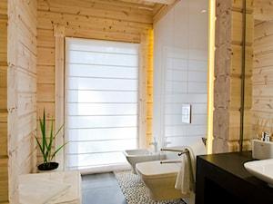 Nowoczesny Dom z finskiego bala - Średnia łazienka w bloku w domu jednorodzinnym z oknem, styl skandynawski - zdjęcie od TiM Grey Projektowanie Wnętrz