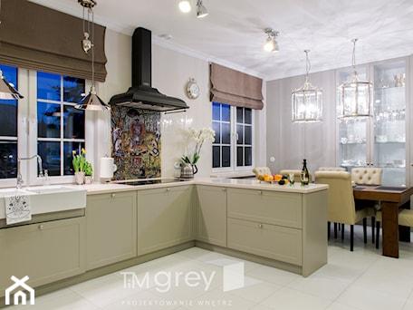 Aranżacje wnętrz - Kuchnia: Klasyczne 230m2 - Średnia otwarta beżowa kuchnia w kształcie litery u, styl klasyczny - TiM Grey Projektowanie Wnętrz. Przeglądaj, dodawaj i zapisuj najlepsze zdjęcia, pomysły i inspiracje designerskie. W bazie mamy już prawie milion fotografii!