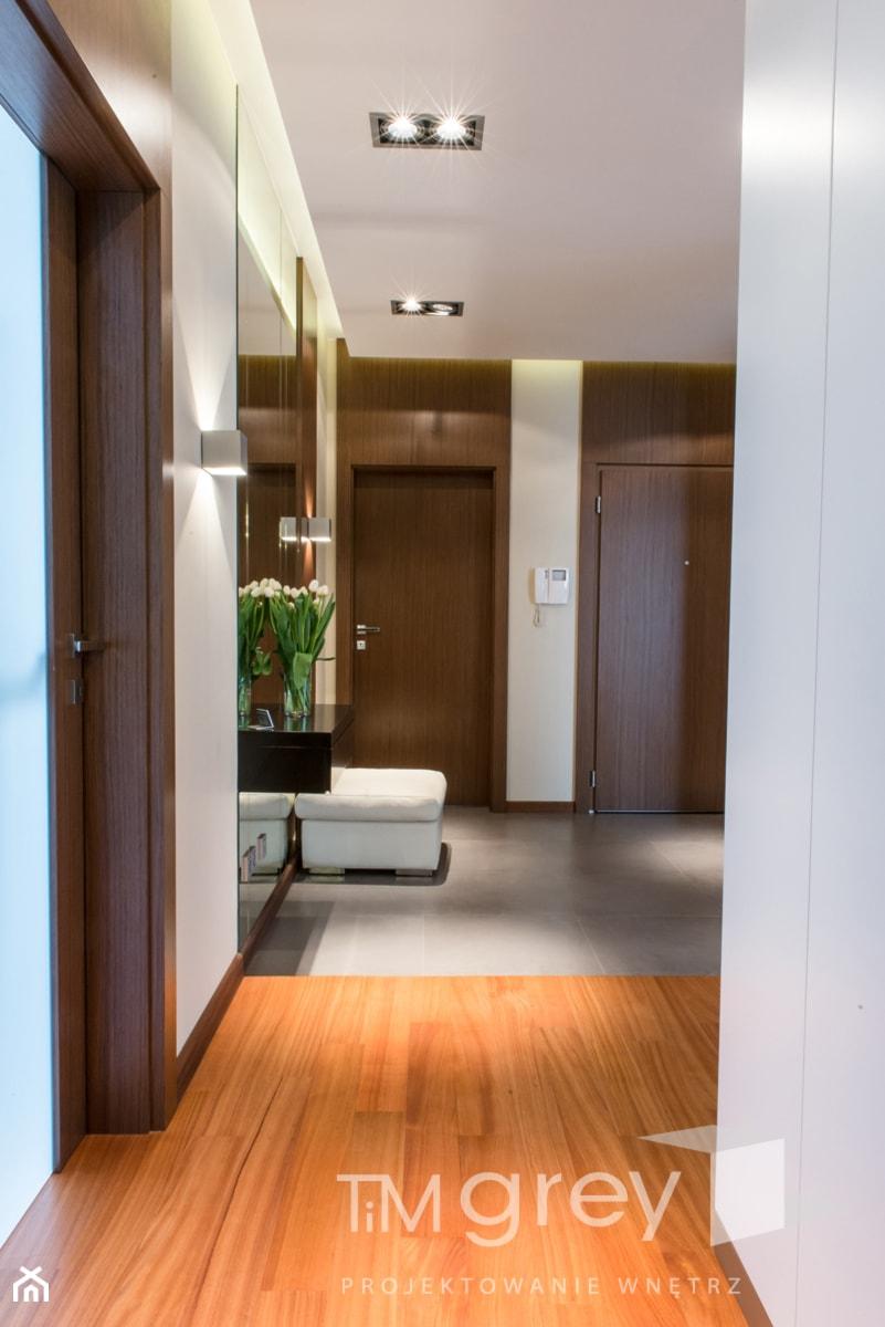 Wilanowski Apartament - Hol / przedpokój, styl nowoczesny - zdjęcie od TiM Grey Projektowanie Wnętrz