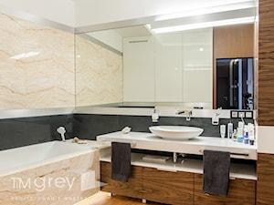 Wilanowski Apartament - Średnia biała beżowa łazienka bez okna, styl nowoczesny - zdjęcie od TiM Grey Projektowanie Wnętrz