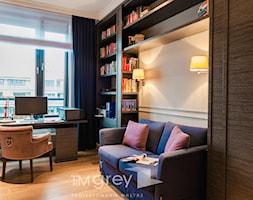 Nowojorski Apartament - Średnie beżowe biuro kącik do pracy w pokoju, styl nowojorski - zdjęcie od TiM Grey Projektowanie Wnętrz