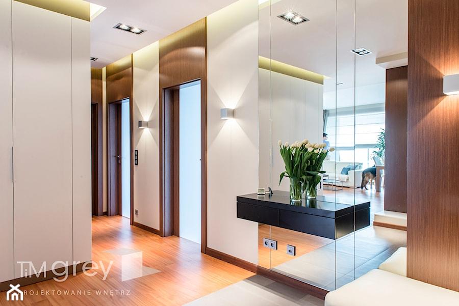 Wilanowski Apartament - Średni beżowy hol / przedpokój, styl nowoczesny - zdjęcie od TiM Grey Projektowanie Wnętrz
