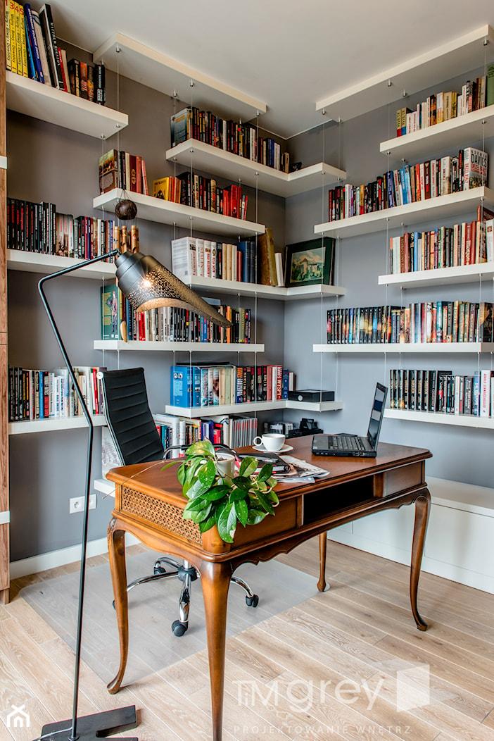 Hoża - Warszawa - Małe szare biuro kącik do pracy w pokoju, styl nowoczesny - zdjęcie od TiM Grey Projektowanie Wnętrz - Homebook