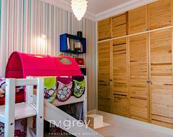 Eklektyczny Apartament w Warszawie - Mały niebieski kolorowy pokój dziecka dla chłopca dla dziewczynki dla malucha, styl eklektyczny - zdjęcie od TiM Grey Projektowanie Wnętrz