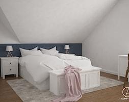 Dom w Żurawnikach koło Lublina - Średnia szara sypialnia małżeńska na poddaszu, styl klasyczny - zdjęcie od COMFY LIFE