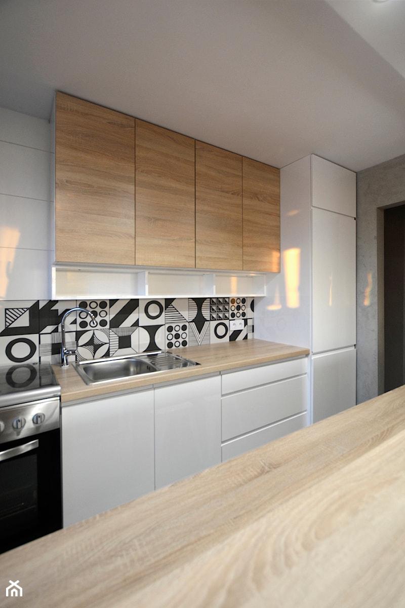 Mała Kuchnia W Bloku Metamorfoza średnia Otwarta Szara
