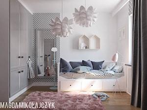 POKOIK DZIECIĘCY DLA DZIEWCZYNKI - Mały biały szary pokój dziecka dla dziewczynki dla malucha dla nastolatka, styl nowoczesny - zdjęcie od Magda Mikołajczyk PRACOWNIA PROJEKTOWANIA WNĘTRZ