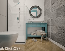 DOMEK KOLO KONINIA - Mała biała szara łazienka w bloku w domu jednorodzinnym bez okna, styl vintage - zdjęcie od Magda Mikołajczyk PRACOWNIA PROJEKTOWANIA WNĘTRZ