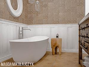DOMEK KOLO KONINIA - Mała biała łazienka na poddaszu w bloku w domu jednorodzinnym bez okna, styl vintage - zdjęcie od Magda Mikołajczyk PRACOWNIA PROJEKTOWANIA WNĘTRZ
