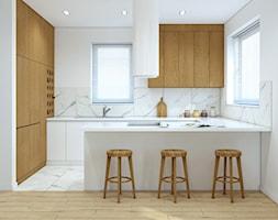 Białą kuchnia z dodatkiem drewna - zdjęcie od MACZ Architektura
