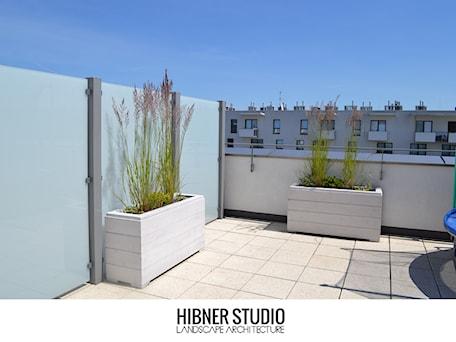 Projekt i realizacja tarasu, Warszawa - Duży taras na dachu, styl nowoczesny - zdjęcie od Hibner Studio Pracownia Architektury Krajobrazu