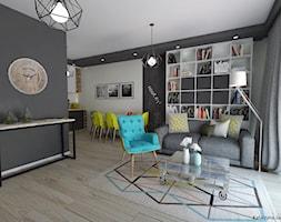 Projekt salonu z aneksem kuchennym dla studenta - Mały szary biały salon z bibiloteczką z kuchnią z jadalnią z tarasem / balkonem - zdjęcie od Katarzyna Jania