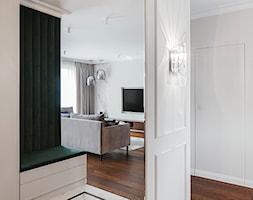 Apartament inspirowany Paryżem - Hol / przedpokój, styl klasyczny - zdjęcie od Finchstudio Architektura Wnętrz - Homebook