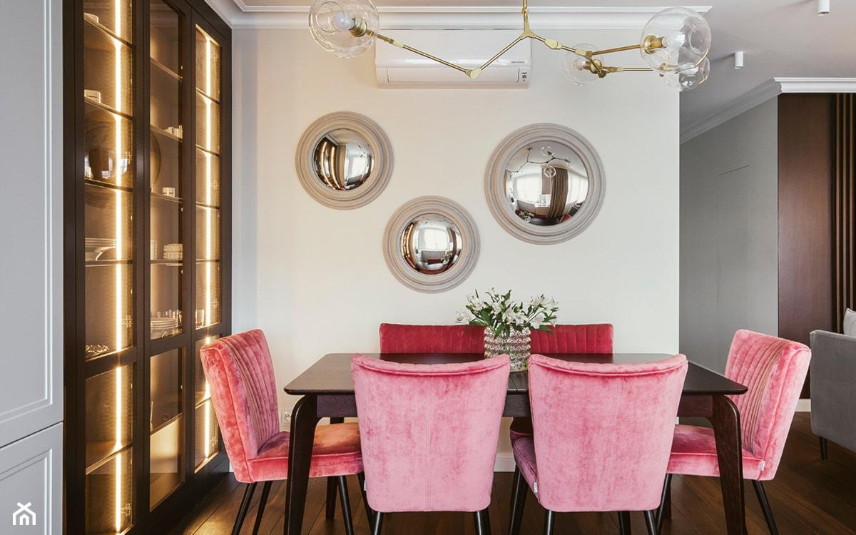 lustro dekoracyjne okrągłe na ścianie