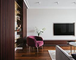 Apartament inspirowany Paryżem - Średni biały beżowy salon z barkiem - zdjęcie od Finchstudio Architektura Wnętrz - Homebook