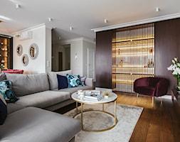 Apartament inspirowany Paryżem - Średni biały beżowy salon z jadalnią - zdjęcie od Finchstudio Architektura Wnętrz - Homebook
