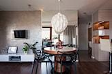 ściana imitująca beton w salonie