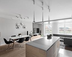 Minimalistyczny apartament w Krakowie 2016 - Średnia otwarta beżowa szara jadalnia w kuchni w salonie, styl minimalistyczny - zdjęcie od Finchstudio Architektura Wnętrz