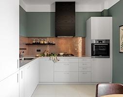 Średnia zamknięta zielona kuchnia w kształcie litery l, styl skandynawski - zdjęcie od Finchstudio Architektura Wnętrz
