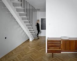Mezonetowiec - dwupoziomowe mieszkanie z lat 50/60-tych - Schody, styl vintage - zdjęcie od Anna Wojnar Architektura Wnętrz