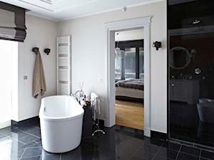 Dom w Wilanowie - Średnia beżowa łazienka w bloku w domu jednorodzinnym z oknem, styl nowojorski - zdjęcie od BBHome Design