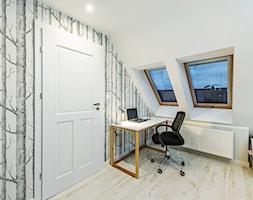 Sesja foto domu prywatnego_Pruszcz Gdański - Małe białe biuro kącik do pracy na poddaszu, styl prowansalski - zdjęcie od WITTWÓRNIA: Robert Witt
