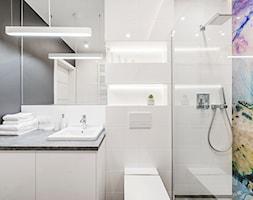 Sesja foto mieszkania na wynajem nr 4_Gdańsk, Wyspa Spichrzów - Łazienka, styl minimalistyczny - zdjęcie od WITTWÓRNIA: Robert Witt - Homebook