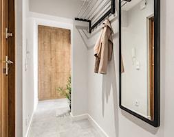 Sesja foto mieszkania inwestycyjnego na sprzedaż - Hol / przedpokój, styl skandynawski - zdjęcie od WITTWÓRNIA: Robert Witt - Homebook