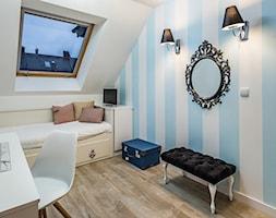 Sesja foto domu prywatnego_Pruszcz Gdański - Średni biały niebieski pokój dziecka dla chłopca dla dziewczynki dla ucznia dla nastolatka, styl vintage - zdjęcie od WITTWÓRNIA: Robert Witt