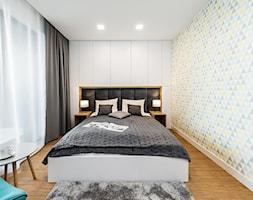 Sesja foto mieszkania na wynajem nr 4_Gdańsk, Wyspa Spichrzów - Średnia sypialnia małżeńska, styl nowoczesny - zdjęcie od WITTWÓRNIA: Robert Witt - Homebook