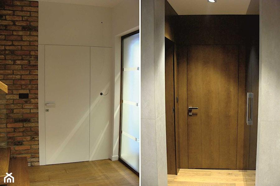 Drzwi Drewniane Zabudowa Całej ściany Szerokie Listwy
