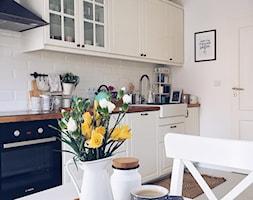 Kuchnia w stylu skandynawskim - Średnia zamknięta biała kuchnia jednorzędowa, styl skandynawski - zdjęcie od ania.home