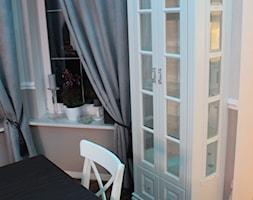 Jadalnia - Mała zamknięta szara jadalnia jako osobne pomieszczenie, styl prowansalski - zdjęcie od Meble Chwała