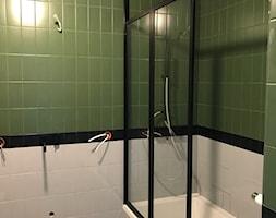 Parawan nawannowy - w stylu PRL - Mała łazienka w bloku w domu jednorodzinnym bez okna, styl art deco - zdjęcie od AbeLightoCraft