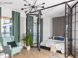 Lokal pod wynajem w inwestycji Mennica Residence - Mała biała sypialnia małżeńska - zdjęcie od One Design