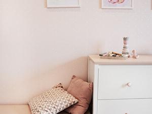Pokój dziewczynki, metamorfoza mieszkania - zdjęcie od IN studio